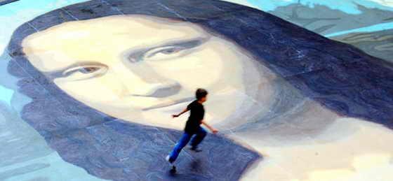 """На северу Уэльса, в торговом центре """"Eagles Meadow"""" в центре города Рексем показали настоящее произведение искусства - самый большой в мире портрет Мона Лизы покрыл 24 огромные двухэтажные автобусы"""