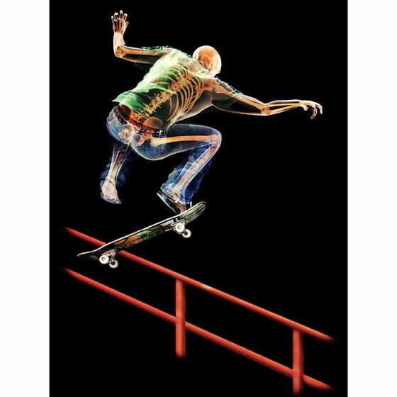 Трехмерная визуализация скейтбордиста, созданная из отсканированных данных мужского скелета