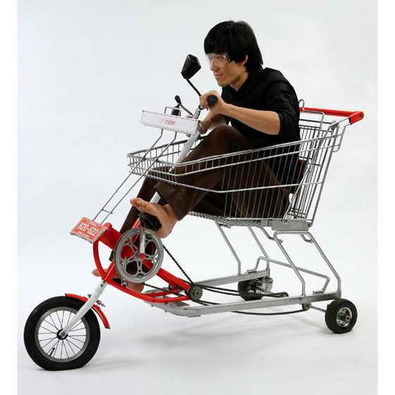 Сочетание корзина для супермаркетов и велосипеда в исполнении корейского дизайнера Jaebeom Jeong под названием Cartrider