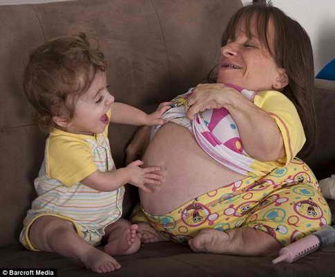 Самая маленькая мама в мире Stacey Herald с дочерью Кэтери