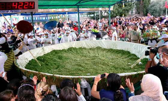 Жители израильского города Шфарам приготовили 13 ноября 2009 самое большое блюдо с салатом Табуле (Tabouleh) в мире и подали заявку в Книгу рекордов Гиннеса