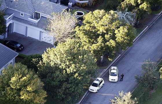 Место автомобильной аварии возле дома Тайгера Вудса во Флориде