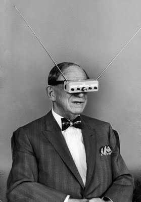 Взгляд в будущее: очки со встроенным телевизором