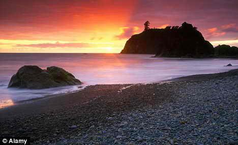 Жемчужина моря: Форкс с его рубиновым пляжем у Тихого океана манит романтиков и любителей пофотографировать красивую природу