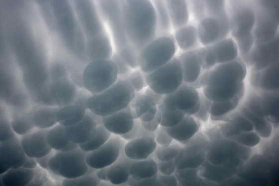 Порой природа дарит нам настоящие шедевры искусства, создавая необычные облака и воздушных масс
