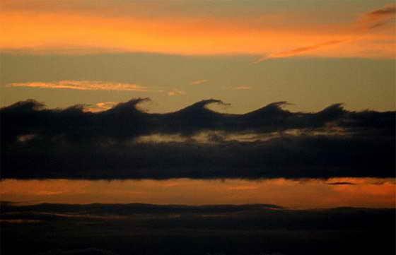 Полярные стратосферные или перламутровые облака обычно образуют при очень низких температурах ниже минус 78°C