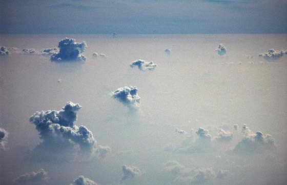 Скручивающиеся облака над Сиднеем, которые обычно появляются в нижних слоях атмосферы, оповещая о штормовом фронте