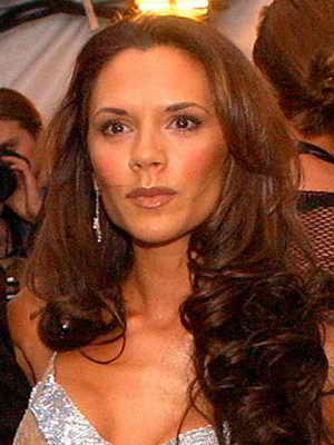 2003 год: у Виктории Бэкхем красивые длинные волосы и... ни капли светлой краски