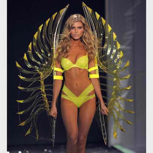 Некотрое белье, как этот желтый комплект, одетый на модели Марине Линчук, настоящие шедевральные произведения искусства