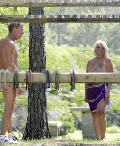 """Ню-курорт """"Whispering Pines"""" (Шелестящие сосны) в штате Флорида, США"""
