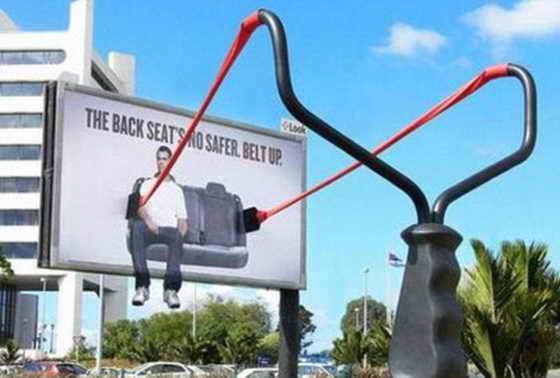 Американцы подумают дважды перед тем, как не пристегивать ремни безопасности благодаря этой гигантской катапульте