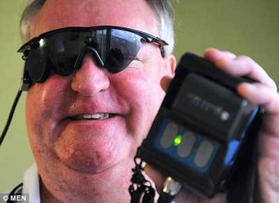 Бионические очки позволяют слепым видеть