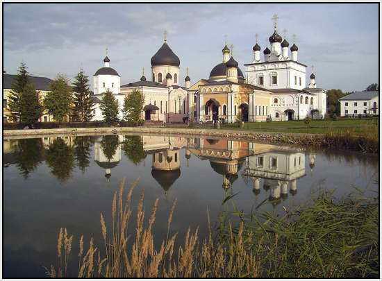 Монастырь недалеко от Москвы, Россия