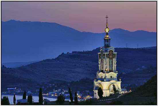 Церковь в Малореченском, Крым, Украина.  Постройка 2006г