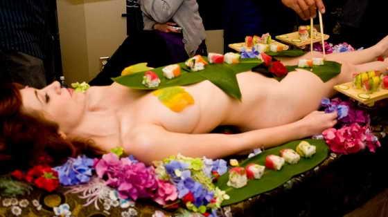 суши девушки