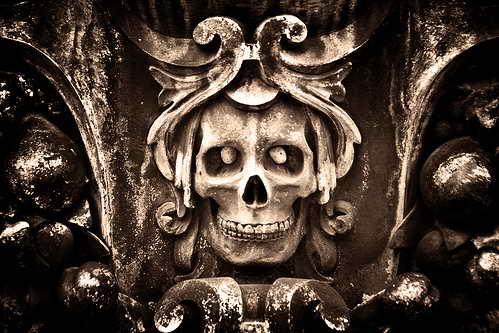 Кладбище Пер Ла Шез (Pere La Chaise) переполнено призраками