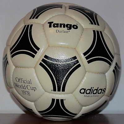 Adidas Tango Durlast, официальный мяч матча Чемпионата мира по футболу 1978 года в Аргентине. Этот же дизайн был использован в Fifa World Cup в течение следующих двадцати лет. В то время это была самый дорогой мяч в истории футбола стоимостью 80 долларов