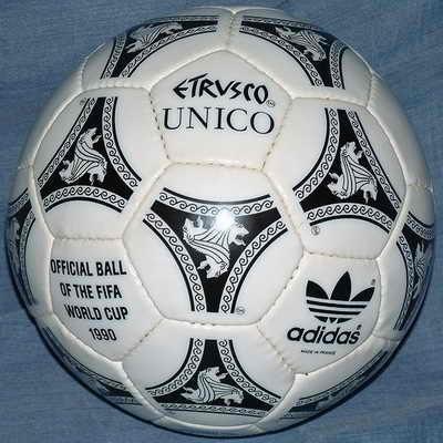 Adidas Etrusco Unico, официальный мяч матча Чемпионата мира по футболу 1990 года в Италии. Название и необычный дизайн позаимствовали из древней истории Италии и изобразительного искусства этрусков