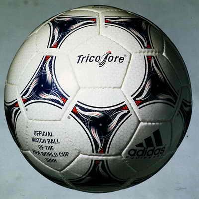 Adidas Tricolore, официальный мяч матча Чемпионата мира по футболу 1998 во Франции. Мяч урашен тремя цветами французского флага, а также символом Франции - петушком. Это был первый мяч, в дизайне котором были использованы цвета, отличные от черного и белого