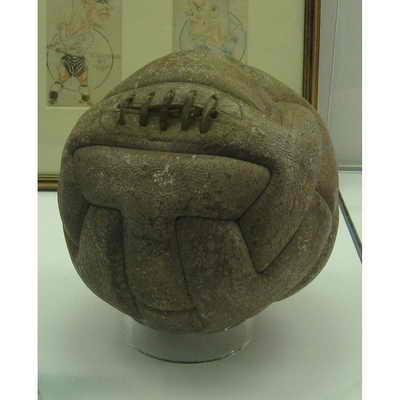 ... Уругвайским мячом играли во второй половине решающего футбольного матча