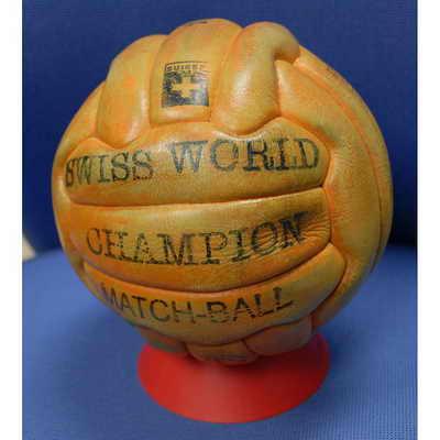 Официальный мяч матча Чемпионата мира по футболу 1954 года в Швейцарии