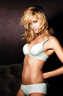 Супермодель Хайди Клум (Heidi Klum) для марки нижнего белья Victoria's Secret