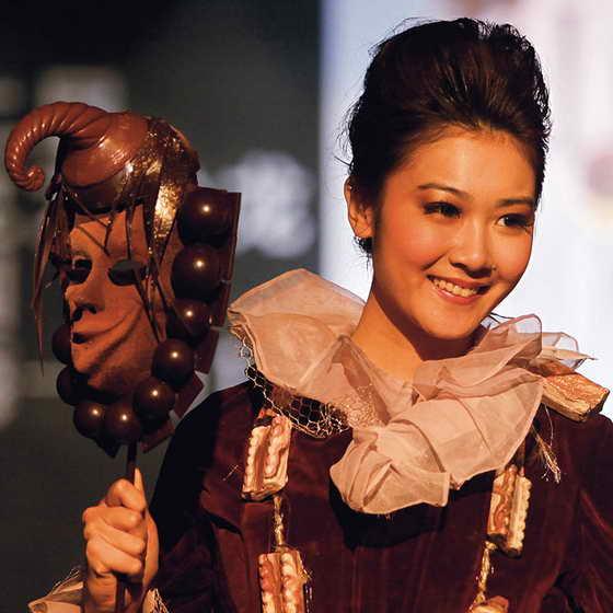Шоколадная маска как раз подойдет для фестивалей в Венеции