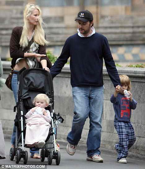 Клаудиа Шиффер со своей семьей