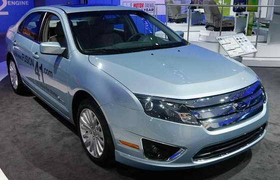 Ford Motor Co стал Автомобилем Года, а гибрид Ford Motor Co Fusion порадует посетителей на Североамериканском автошоу