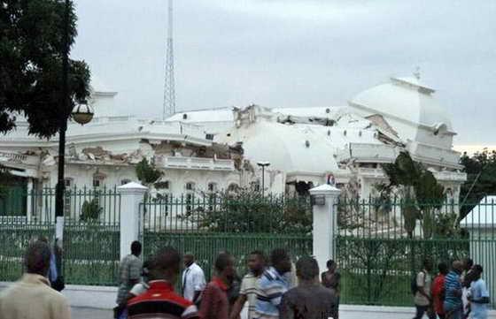 Разрушенный Президентский дворец Гаити