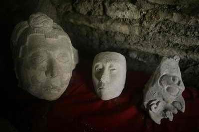 Обнаруженные в гробнице керамические головы