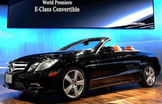 """Автомобиль типа """"кабриолет"""" с откидывающимся верхом Mercedes-Benz E550"""