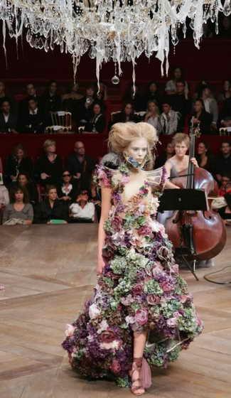 Стиль от McQueen, готовая модная коллекция сезона весна / лето 2007, Париж, октябрь 2006 года