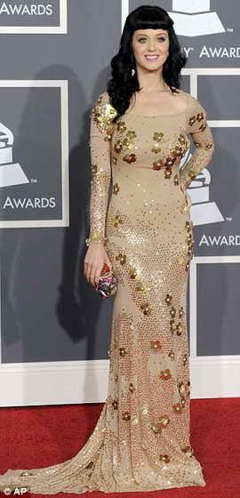 Кэти Перри в золотом платье с цветочными принтами от Zac Posen