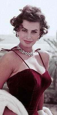 Актриса Софи Лорен тоже славится своими красивыми губами
