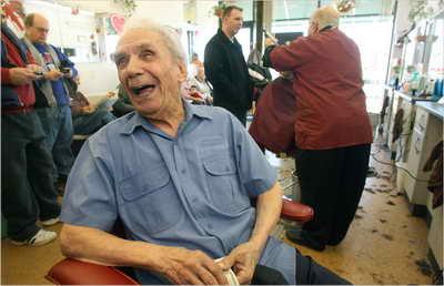 Самый пожилой парикмахер в мире