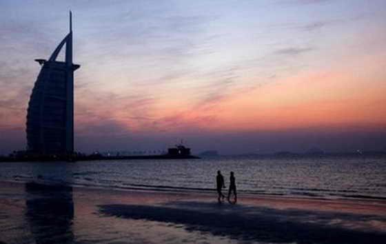 """""""Час Земли"""", пляж Джумейра вблизи отеля Бурдж аль-Араб, Дубай"""