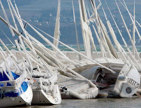 Яхты покрыты льдом