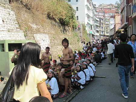 Часть танцоров участвовала на улице