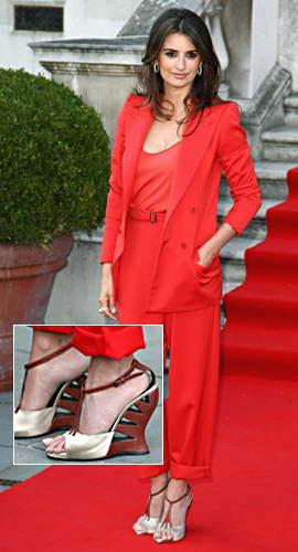 Шэрон Стоун в декольтированном платье очаровала известного медика