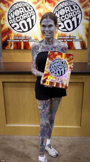 Джулия Гнусе - самая татуированная женщина