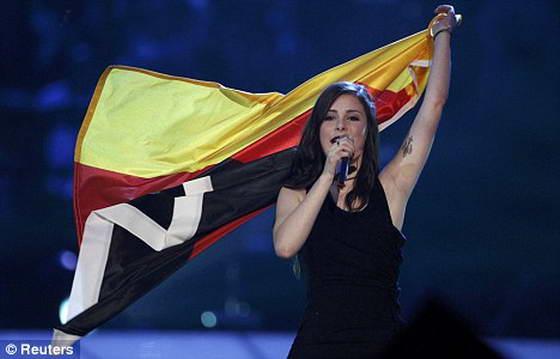 Лена из Германии празднует свою победу на
