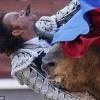 Испанский матадор Хулио Апарисио получает смертельную травму во время корриды в Мадриде