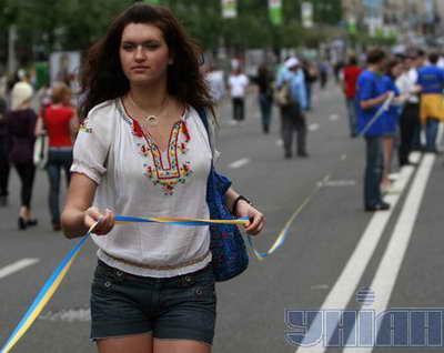 Самая длинная сине-желтая ленточка