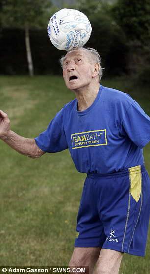Айвор Пауэлл - старейший футбольный тренер в мире