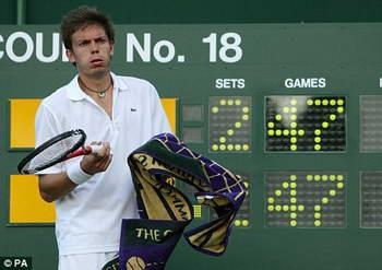 Два теннисиста установили рекорд на Уимблдоне вчера, сыграв в самый