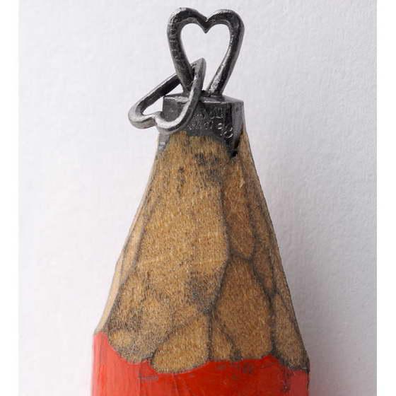 Потрясающие фото миниатюрных шедевров из грифеля карандаша от Далтона Гетти