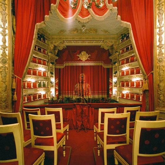 Лю Болин в Королевская ложе театра alla Scala в Милане