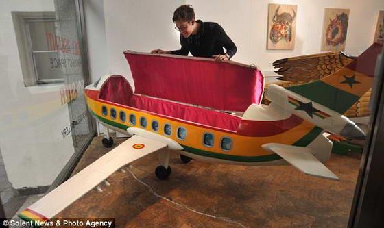 гроб в форме самолета