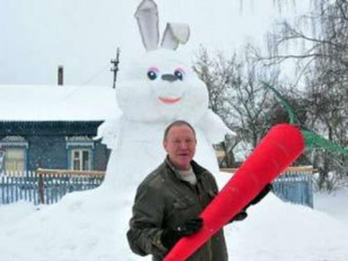 заяц из снега